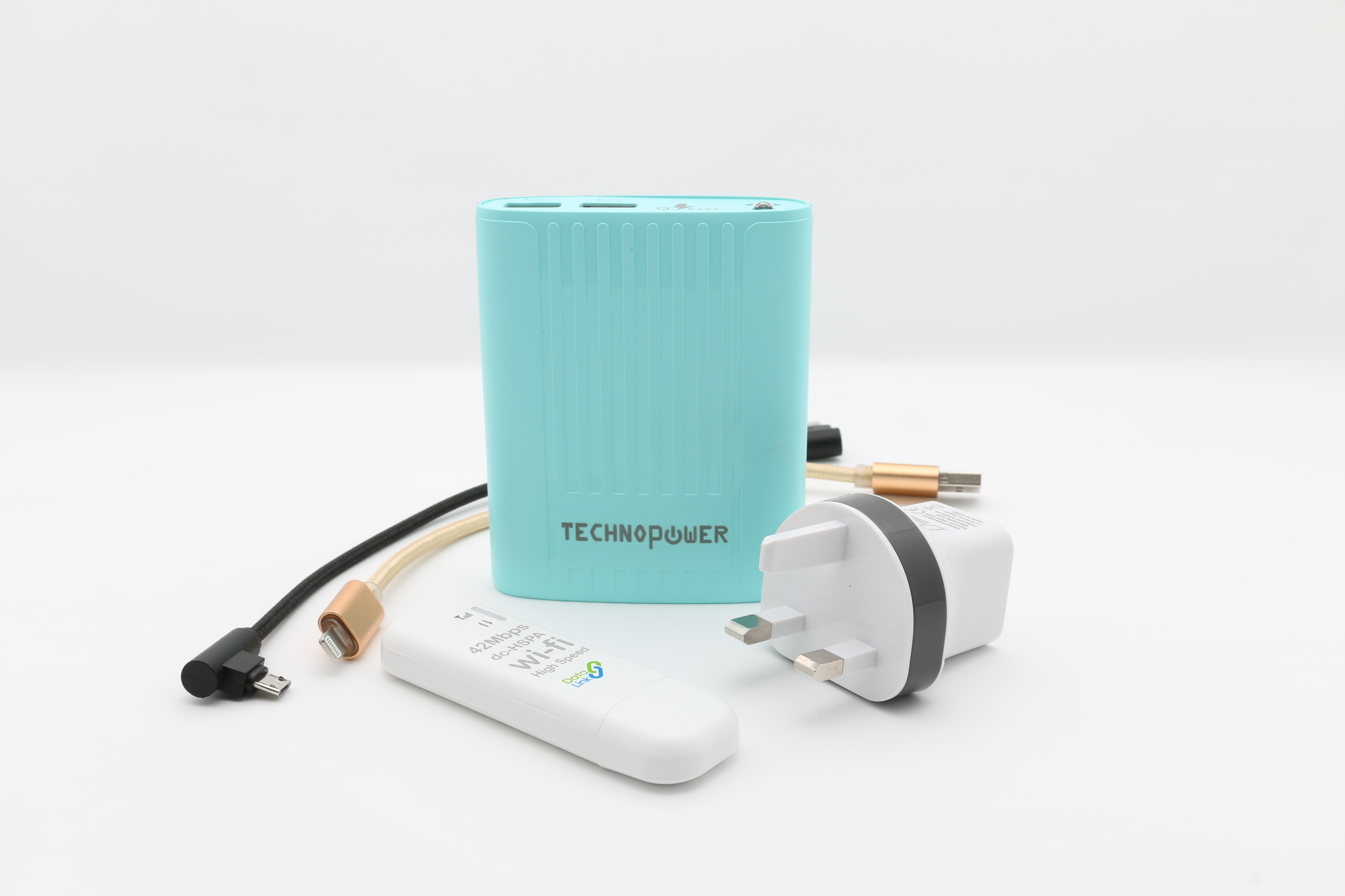 تكنو باور  بنك أزرق  سعة 8800 مللي أمبير مع راوتر - واي فاي USB