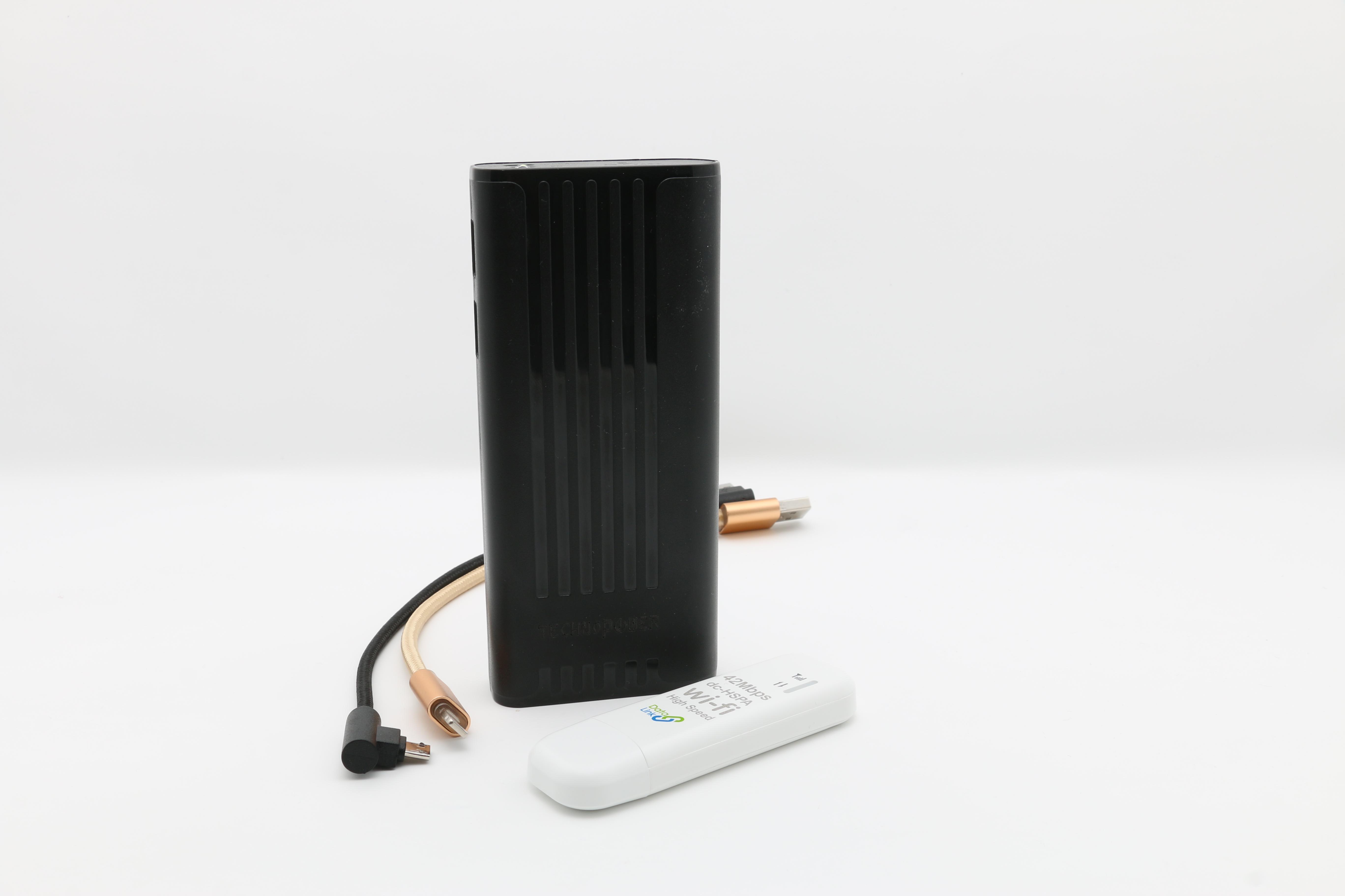 تكنو باور  بنك أسود  سعة 10000 مللي أمبير مع راوتر - واي فاي USB